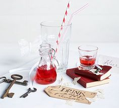 Homemade raspberry vodka - - Learn how to infuse your own flavoured spirit to give as a homemade gift or mix into cocktails. Raspberry Vodka Drinks, Vodka Mojito, Citrus Vodka, Raspberry Liqueur, Vodka Lemonade, Vanilla Vodka, Raspberry Lemonade, Vodka Cocktails, Strawberry Syrup