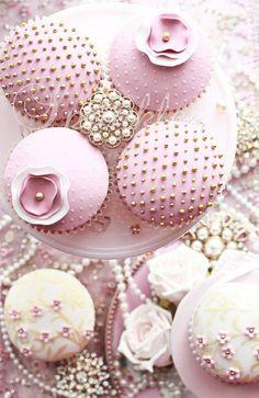 Cupcakes wedding vintage pretty cakes Ideas for 2019 Pretty Cupcakes, Beautiful Cupcakes, Pink Cupcakes, Yummy Cupcakes, Wedding Cupcakes, Cupcake Cookies, Elegant Cupcakes, Valentine Cupcakes, Sweet Cupcakes