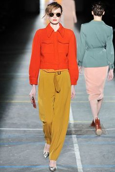 See the complete Dries Van Noten Fall 2009 Ready-to-Wear collection.