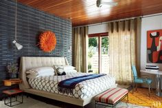 Jonathan Adler and Simon Doonan's Shelter Island Retreat : Bedroom. Love that textured wall behind the bed!