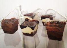 Παστούλες κρέμα σοκολάτα με σιρόπι σοκολάτα και σοκολατένια τρουφίτσα  Vanilla and chocolate cups with chocolate syrup