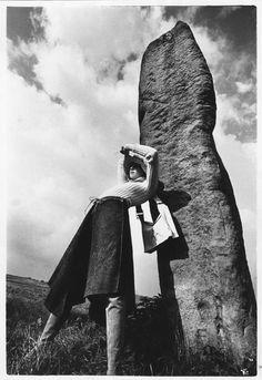 Trabalho de Grupo II - Norman Parkinson, destacou-se pela sua estética minimalista. Nesta série fotográfica de 1970 para a British Vogue é possível verificar uma linguagem muito contemporânea.