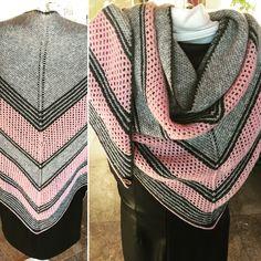 Aus 200 Gramm feinster Merinowolle in Handarbeit gefertigt. Plaid Scarf, Gramm, Knitting, Fashion, Easy Crochet Projects, Handarbeit, Funny, Breien, Wool