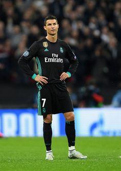 football is my aesthetic : Photo Cristino Ronaldo, Ronaldo Football, Cristiano Ronaldo Juventus, Cristiano Ronaldo Cr7, Soccer Guys, Soccer Players, Real Madrid Kit, Real Madrid Football Club, Cristiano Ronaldo Wallpapers