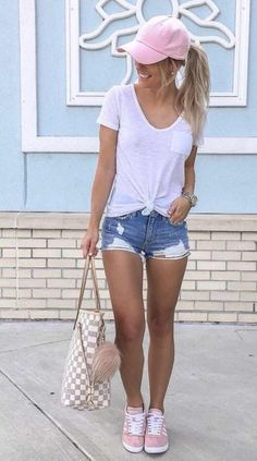 25 Simple and Casual Summer Outfit Ideas to Copy Wass Sell Casual Summer Outfits Casual Copy Ideas Outfit Sell Simple Summer Wass Casual Outfits For Girls, Late Summer Outfits, Casual Weekend Outfit, Summer Shorts Outfits, Spring Fashion Outfits, Trendy Outfits, Girl Outfits, Summer Hats, Shorts Outfits Women