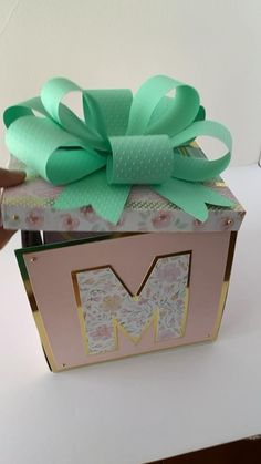 Diy Crafts Hacks, Diy Crafts For Gifts, Gifts For Mom, Paper Crafts, Diy Gifts Videos, Diy Exploding Box, Bff Birthday Gift, Graduation Party Decor, Graduation Gifts