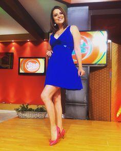 Vestido azul con detalle de lentejuelas y zapatos rosados !!!