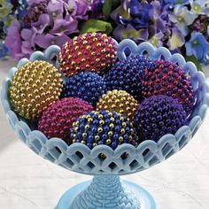 Beaded Necklace Eggs | Get your eggs all dressed up with this unique Easter egg decorating idea. #Easter #eggs #crafts