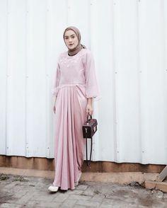 @ashryrrabani Hijab Gown, Kebaya Hijab, Hijab Dress Party, Kebaya Dress, Kebaya Muslim, Dress Muslim Modern, Modern Hijab Fashion, Women's Fashion, Dress Outfits