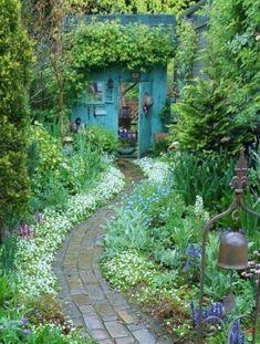 Fresh and beautiful backyard landscaping ideas 45