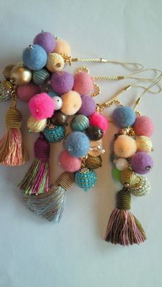 Do it yourself also known as DIY is the method of building modifying or repairing something without the aid of experts or professionals Diy Tassel, Tassels, Patch Bordado, Diy Jewelry, Jewelry Making, Ideas Joyería, Arts And Crafts, Diy Crafts, Passementerie