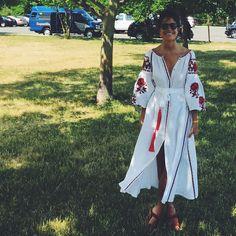 blogueiras-fashionistas-usndo-vestido-bata-bordado-ucraniano