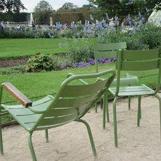 This famous green chairs. Take a seat and relax! #jardintuileries #paris #travelphotography #travelblogger #travelgram #parispicoftheday #instagramer #travelblogger #pariscartepostale #parisjetaime