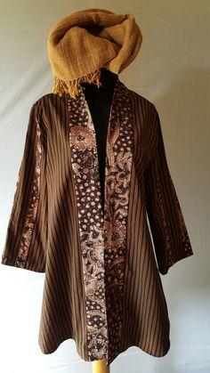 Lurik klasik...aplikasi batik www.giantifashion.com Fb.Gianti Creation Batik Blazer, Blouse Batik, Model Dress Batik, Batik Dress, Outer Batik, Mode Batik, Model Kebaya, Batik Kebaya, Kimono Design
