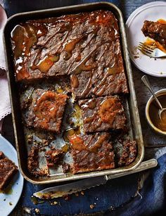 toffee pudding traybake Sticky toffee pudding traybake - YES PLEASE. MoreSticky toffee pudding traybake - YES PLEASE. Köstliche Desserts, Dessert Recipes, Cake Recipes, Easter Recipes, Sunday Recipes, Health Desserts, Tray Bake Recipes, Baking Recipes, Sticky Toffee Pudding Cake