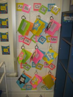Portable Word Wall....I knew there was a reason I bought those cute mini file folders :-)