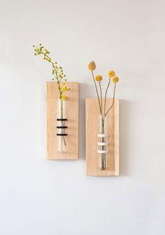 diy minimalistische kleine vase selber machen mit reagenzglas und holz diy vasen. Black Bedroom Furniture Sets. Home Design Ideas