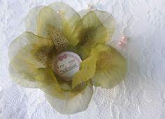 Forminhas confeccionadas em tecido voil, com alto acabamento, no modelo Rosa, uma forminha em forma de flor, para dar MAIS alegria no seu evento, fina e de muito bom gosto são ideais para decoração da sua mesa de doces. Dê aquele toque de bele...