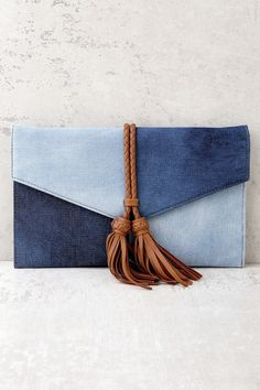 The Patch Things Up Blue Denim Clutch is your trendy new bestie! Cool light and dark denim creates this two-toned envelope clutch with brown tassels. Denim Clutch Bags, Denim Bag, Denim Clutches, Clutch Purse, Coin Purse, Capas Kindle, Best Leather Wallet, Diy Bags Purses, Denim Crafts