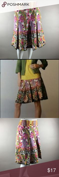 """CAbi #933 Ashbury Skirt--Mod Print Knee Lengtb Semi fit without much stretch, wide waistband with back zipper, 2 front slash pockets, pleated a-line full skirt hits about knee length.   Lightweight and unlined 100% cotton.  Waist 17"""", hips 22"""", length 22"""".   In excellent condition without fading, frays or snags! CAbi Skirts A-Line or Full"""