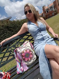 '' 💫SER  EXCLUSIVO... ES SER DESTELLOS WAYUU 💫 ''    Combinala con tus mejores outfits    Facebook: Destellos WAYUU by Eve  Intagram:  @DestellosWayuu  @destelloswayuu_medellin    #destelloswayuu #mochilawayuu #artewayuu #diseñosexclusivos #creacioneshermosas #cristales  #mochilasdecoradas