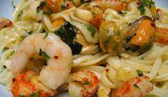 Jättegod italiensk seafoodpasta. Underbar till sommaren och helg. :) Gärna med vitt vin till - Casillero del Diablo eller Stoneleigh Sauvignon Blanc.