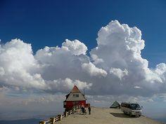 Himmelsstürmer wurde in Bolivien, Chacaltaya aufgenommen und hat folgende Stichwörter: Wolken,  Bolivien,  La Paz.