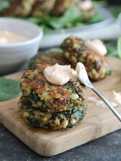 These spinach and cheddar quinoa cakes with creamy buffalo dip are packed full of healthy quinoa, barley and spinach.
