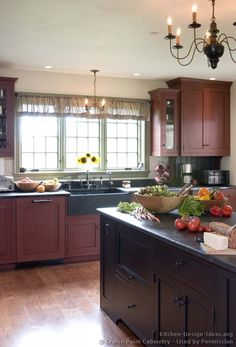 Traditional Two-Tone Kitchen Cabinets #02 (Crown-Point.com, Kitchen-Design-Ideas.org)