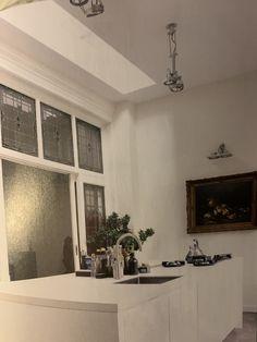 vensterbankdecoratie met stoere grote lampen