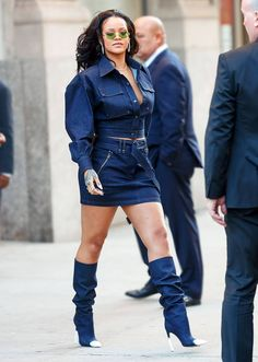 Celebrity Style - 17 Different Looks From Rihanna's Crazy Style - Celebrity Style – 17 Different Looks From Rihanna's Crazy Style - Bold Fashion, Denim Fashion, Star Fashion, Fashion Outfits, Fashion Black, Street Fashion, Spring Fashion, Fashion Ideas, Vintage Fashion