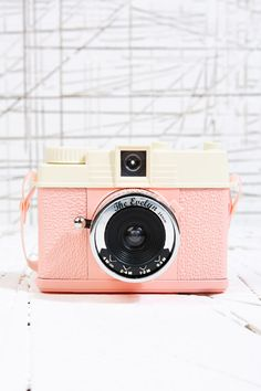 Vintage Camera Lomography Mini Diana Evelyn Camera at Urban Outfitters Old Cameras, Vintage Cameras, Vintage Polaroid Camera, Retro Camera, Photography Camera, Love Photography, Pregnancy Photography, Underwater Photography, Underwater Photos