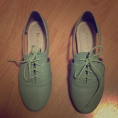 Cute cut out Oxford Mint sneakers Very cute wore them once basically new Shoes Sneakers