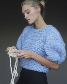 Free Knitted Blouse Sweater Patterns – knitting sweaters for beginners Knitwear Fashion, Knit Fashion, Fashion Edgy, Fashion Night, Fashion Spring, Fashion 2018, Fashion Trends, 2000s Fashion, Fashion History