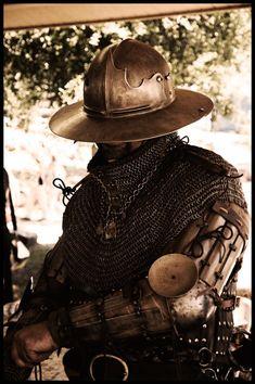 Armor 1400-1450, German mercenarie, poleaxe hammer, gambeson, Brigandine, Bishop's mantel, splint upper arms, splint bracers, chainmail gloves, visored kettle hat: