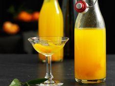 Licor mandarinetto es la receta del Mandarinetto casero, también llamado Mandarinello, o simplemente licor de mandarina. El Mandarinetto es un licor fácil y económico de producir, requiere solo de alcohol, agua, azúcar y Mandarinas. Es bastante com�