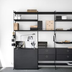 string® - The timeless shelving system by the Swedish architect Nils Strinning is a truly minimalistic design icon. The super flexible string® system is equally well suited for the modern home and urban compact living as it is for offices. Shelving Solutions, Shelving Systems, Danish Furniture, Scandinavian Furniture, Online Furniture, Furniture Making, String Regal, String Shelf, String System
