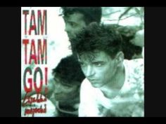 Una de mis canciones favoritas del rock español en los 80s. I come for you - Tam Tam Go It's cold and it's raining cats and dogs in this very new town I'm lo...