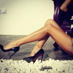 Black pointed toe stilletos. Tacchi Close-Up #Shoes #Heels #Tacones