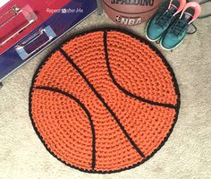 Crochet Basketball Rug - Repeat Crafter Me, free pattern Crochet Daisy, Love Crochet, Crochet For Kids, Diy Crochet, Crochet Hooks, Crochet Rugs, Crotchet, Single Crochet, Carpet Crochet