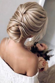 36 Best Pinterest Wedding Hairstyles Ideas ❤️ pinterest wedding hairstyles textured low bun alexandra_poslavskaya via instagram ❤️ See more: http://www.weddingforward.com/pinterest-wedding-hairstyles/ #weddingforward #wedding #bride #hairstyles #bridalhairstyle #pinterestweddinghairstyles