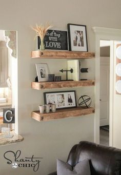 Minimalist Master Bedroom Decor Inspire Your Joanna Gaines with these floating shelves - DIY Fixer Upper Ideas on Frugal Coupon Living. Farmhouse design ideas for every living space. Decor, Home Diy, Diy Shelves, Shelves, Floating Shelves Diy, Living Decor, Diy Home Decor, Home Decor, Floating Shelves Living Room