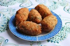 Vegetarische köfte, gefrituurde kroketjes van aardappel, kaas, peterselie