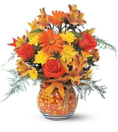 Bring out these fall flower arrangements and centerpieces to celebrate autumn. Fall Flower Arrangements, Floral Centerpieces, Church Flowers, Fall Flowers, Fresh Flowers, Halloween Flowers, Fall Halloween, Autumn Decorating, Fall Decor