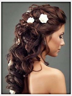 A cute curl wedding hairstyle with some flowers