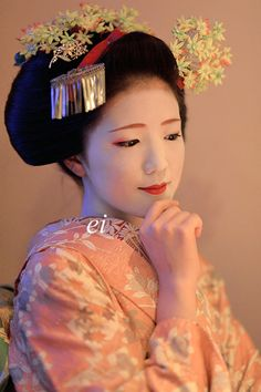 The extraordinary culture of a geisha… Kimono Japan, Japanese Kimono, Japanese Girl, Japanese Beauty, Asian Beauty, Kyoto, Japon Tokyo, Memoirs Of A Geisha, Japanese Costume