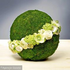 moss covered oasis sphere with band of flowers Arte Floral, Deco Floral, Floral Design, Ikebana Arrangements, Modern Flower Arrangements, Flower Ball, My Flower, Fleur Design, Grave Decorations