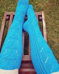 Merja Ojanperän kirjasta näyttävimmät villasukat Leg Warmers, Legs, Fashion, Leg Warmers Outfit, Moda, Fashion Styles, Fashion Illustrations, Bridge