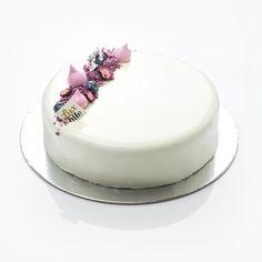 Fancy Desserts, Delicious Desserts, Beautiful Cakes, Amazing Cakes, Mirror Glaze Wedding Cake, Pastry Design, Cheesecake Cake, Cakes For Women, Dessert Decoration