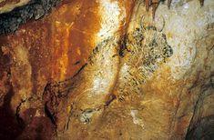 Cosquer - magnifique bison dont on a l'impression qu'il va surgir du rocher Art Pariétal, Paleolithic Art, Lab, British Isles, Ancient Art, Rock Art, Oeuvre D'art, Old World, Archaeology